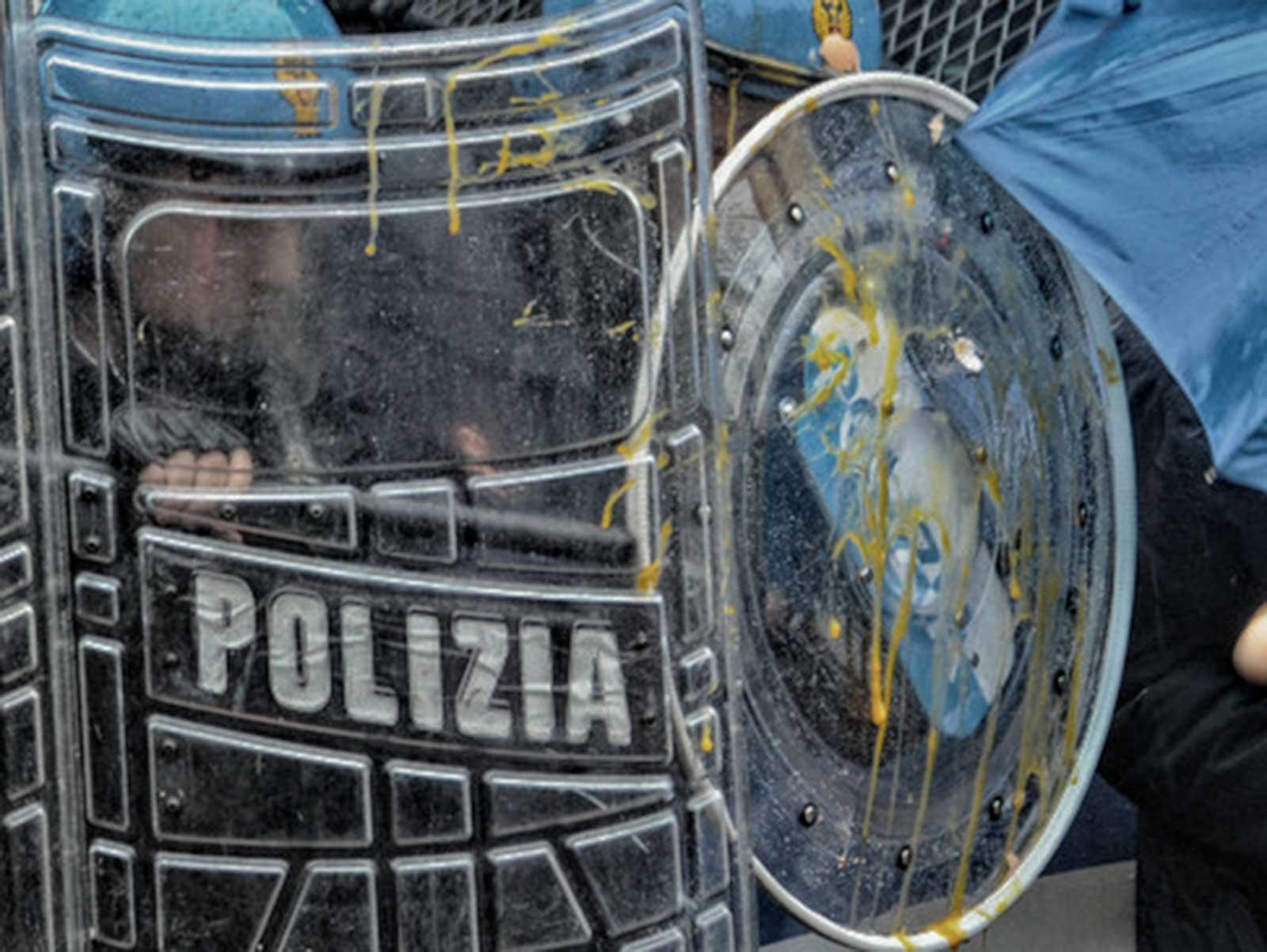 NO TAV Torino uova polizia
