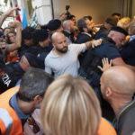 """Roma: Manifestazione Roma Metropolitane  –  L'affannosa ricerca del """"Capro Espiatorio"""" meglio se in uniforme"""